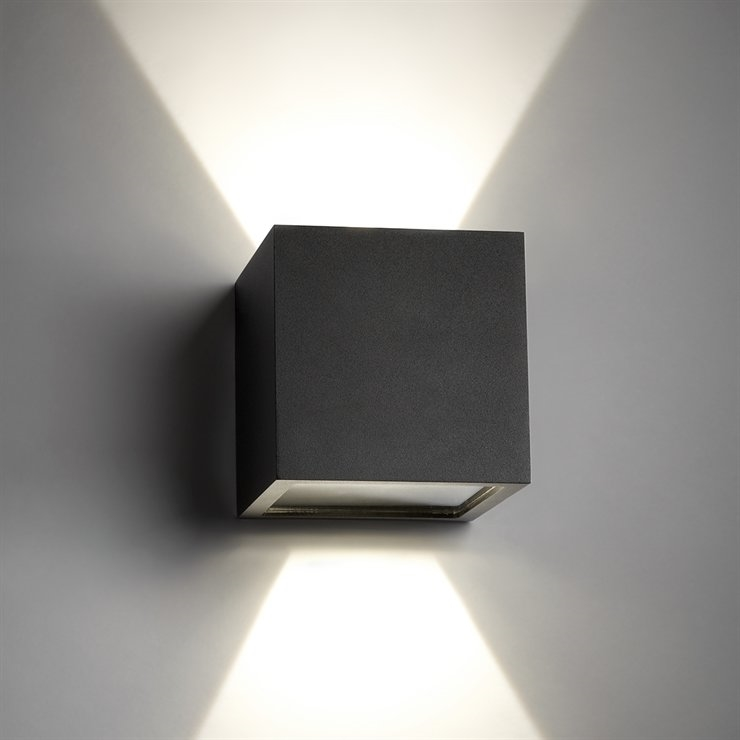 CUBE LED lampe - klassisk væglampe fra LIGHT-POINT